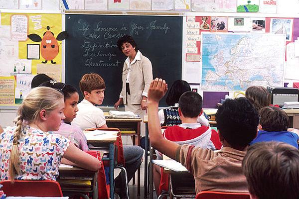 -Children_in_a_classroom_opt