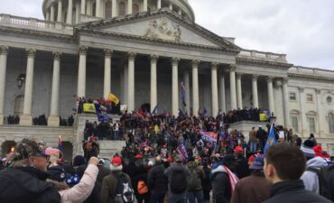 Mob outside U.S. Capitol