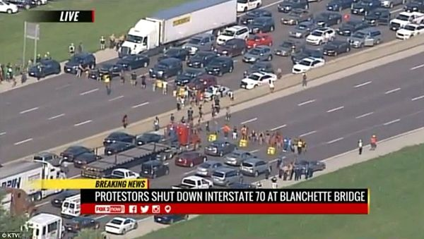 Ferguson protesters close highway_opt
