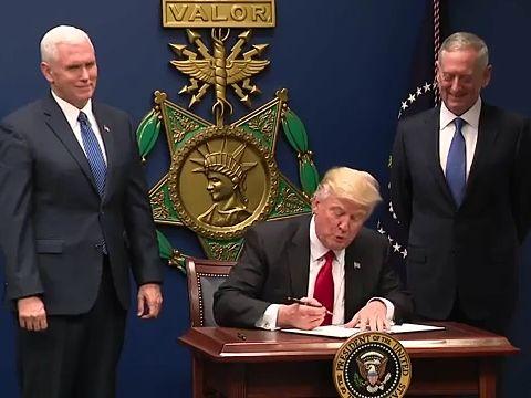 Trump_signing_order