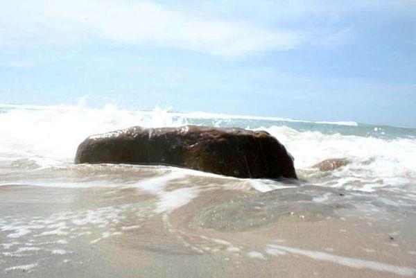 big-rock-on-beach