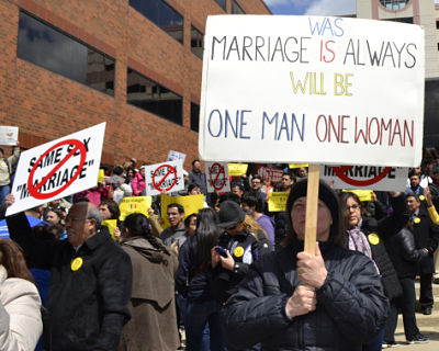 Illinois gay marriage protester